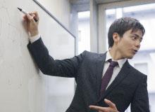 弊社が提供するボイストレーニング研修は実践的なトレーニング
